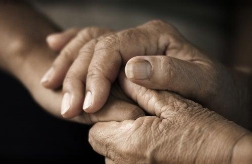manos acariciando para combatir el estrés