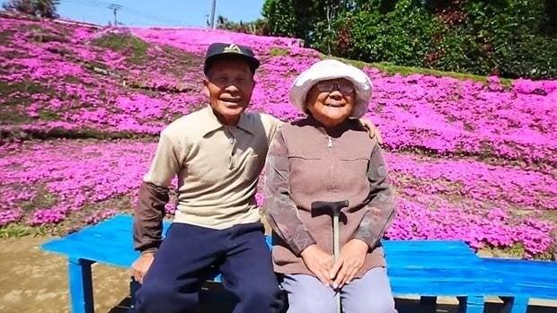 Un japonés plantó miles de flores para que su esposa ciega las oliera