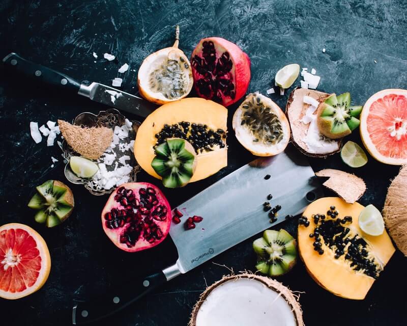 Es recomendable comer granada y frutas varias en general
