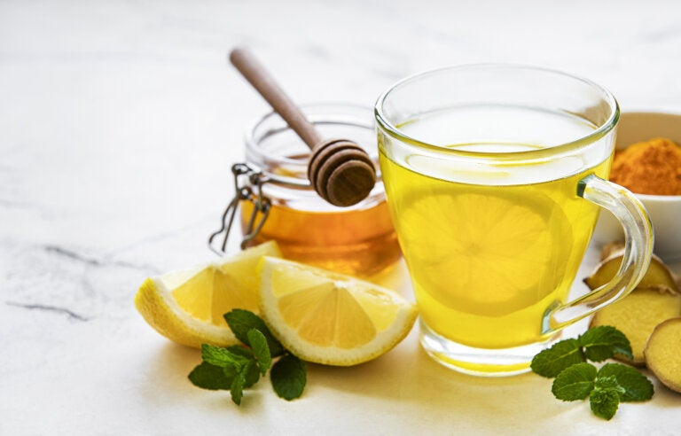 Cómo preparar limonada de cúrcuma para combatir la depresión