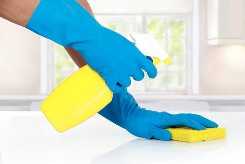 Cómo limpiar el baño sin usar químicos