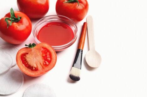 Tratamiento de tomate para limpiar los poros