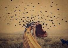 mujer-con-mariposas-en-el-pecho