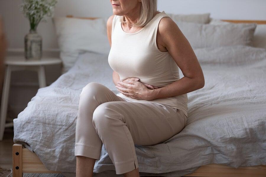 ¿Por qué se hincha el vientre en la menopausia?