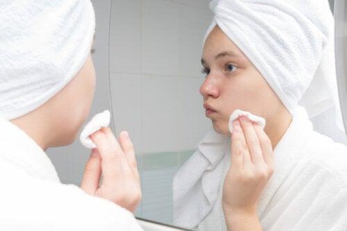 Tratamiento con tomate para la piel grasa y con acné