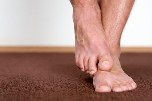 7 tratamientos caseros para combatir los hongos en los pies
