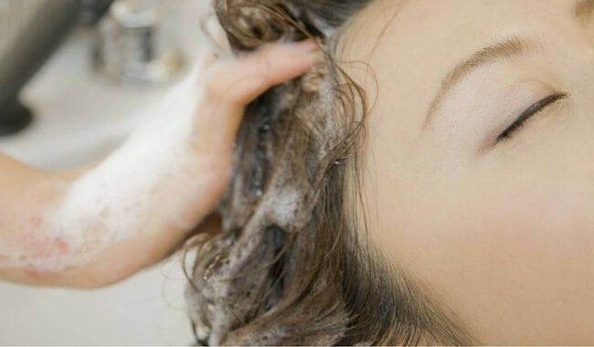 ¿Por qué los champús naturales nos dejan el pelo más seco?