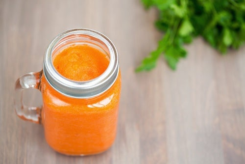 Remedio con zanahoria y apio para reducir el ácido úrico
