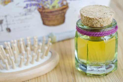 Beneficios del aceite de ricino para el cabello y cómo aplicarlo