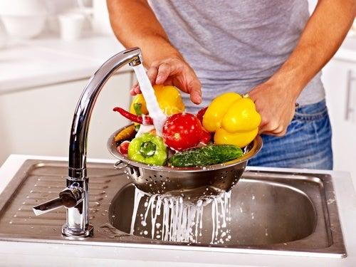 Cómo limpiar la comida de los pesticidas y plaguicidas