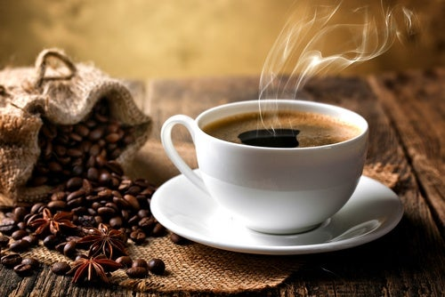 El café puede dañar el esmalte dental