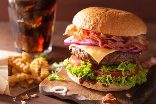 Comer en exceso o un atracón