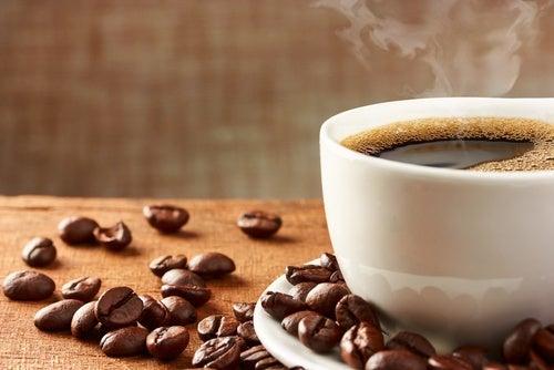 Consume café negro para perder peso
