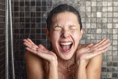 Cuándo lavar el rostro con agua fría