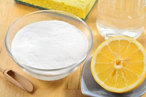 5 maneras de utilizar bicarbonato de sodio y limón en la limpieza del hogar