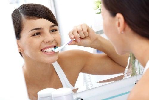 4 consejos básicos a la hora de cepillarse los dientes