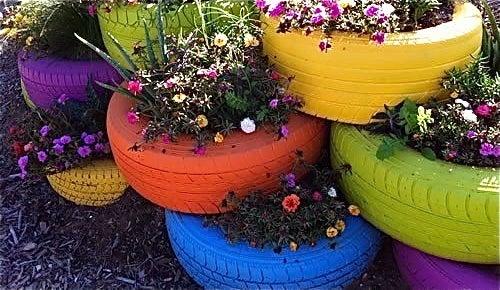 Neumáticos como decoración del jardín