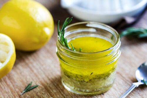 Zumo de limón y aceite de oliva