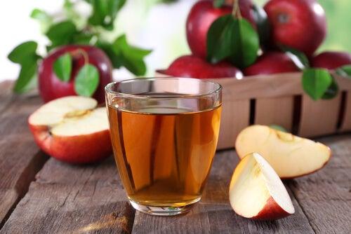 Jugo y vinagre de manzana