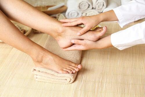 Las principales bondades de los masajes podales