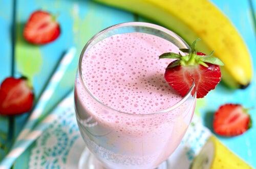 6 bebidas con fresa que debes incluir en tu dieta
