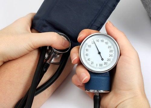 Reduce la presión arterial