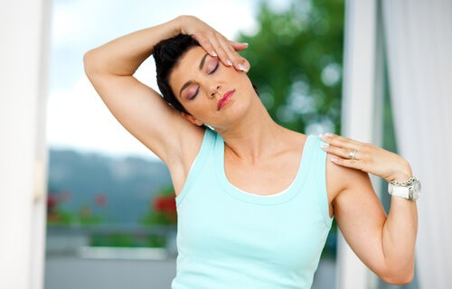 Estiramiento para relajar el cuello