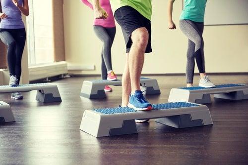 Incluye el step en tu rutina de ejercicios aeróbicos