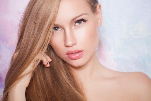 12  buenas prácticas para mantener el cabello saludable, brillante y fuerte