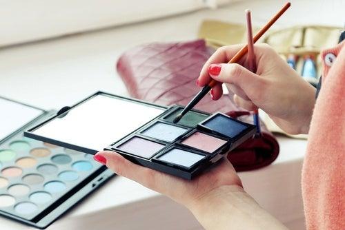 Algunos cosméticos pueden poner en riesgo tu salud