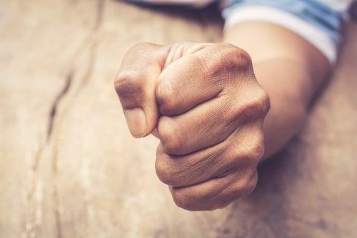La relación entre la ira reprimida y el hígado