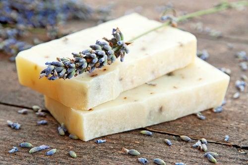 Prepara un jabón casero para pieles con acné
