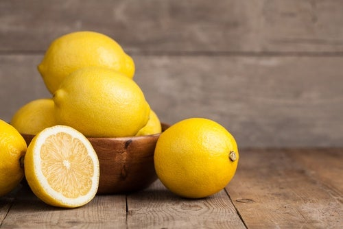 Beneficios de la cúrcuma y limón para perder peso