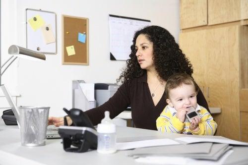 madre trabajando