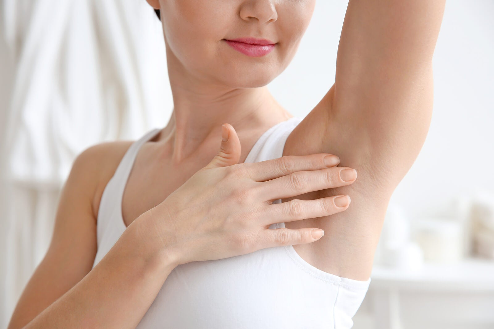 Desodorante en las axilas reduce la utilidad de las cuchillas de afeitar.