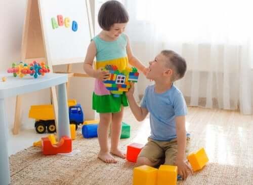 Lo mejor para educar niños buenos es hacerlos felices