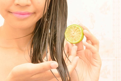 pelo con limón