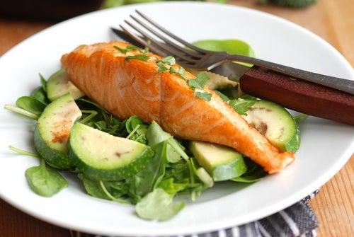 Salmón con verduras para cenar