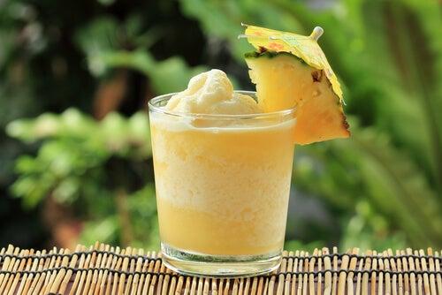Prepara un delicioso smoothie para aliviar el dolor de las rodillas y las articulaciones