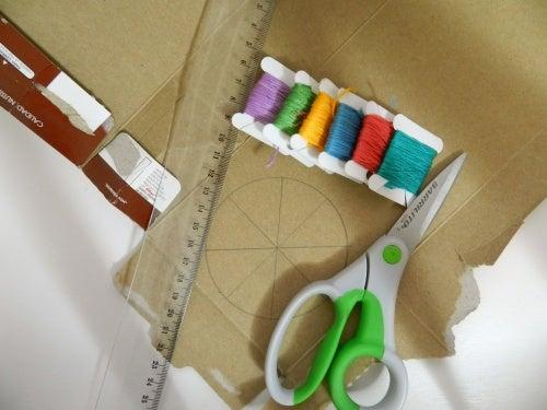 Un truco para tejer una bufanda con una caja