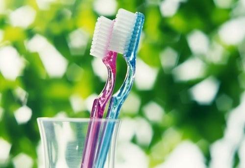 Cepillas demasiado fuerte tus dientes