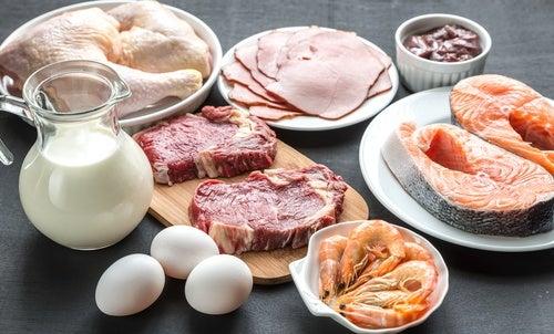 Consume alimentos ricos en triptófano