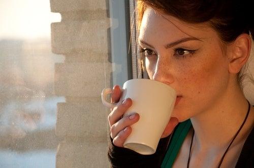 4 infusiones naturales para personas con problemas digestivos