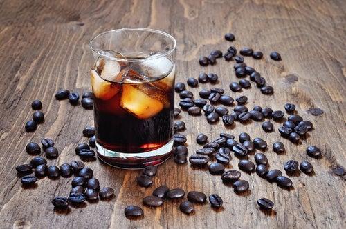 Evite o consumo de álcool e cafeína