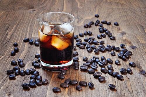 Combatir el calor: Evita el consumo de alcohol y cafeína
