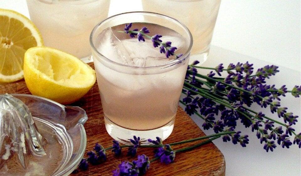 Limonada de lavanda para aliviar dolores de cabeza