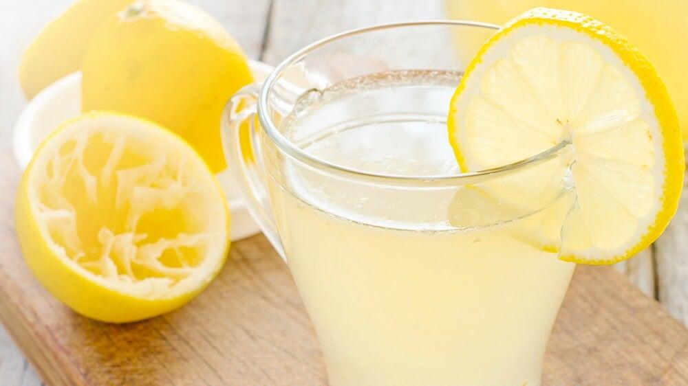 9 motivos por los que deberías empezar tu día tomando limonada