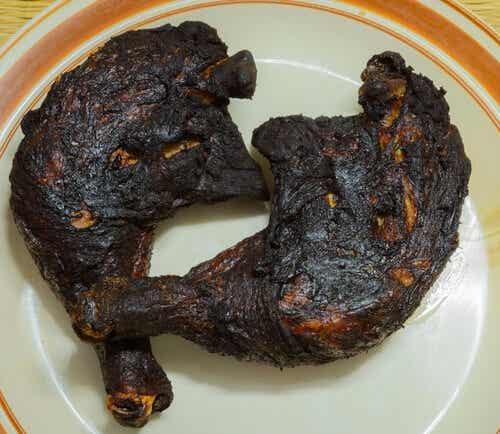 Muslos de pollo quemados
