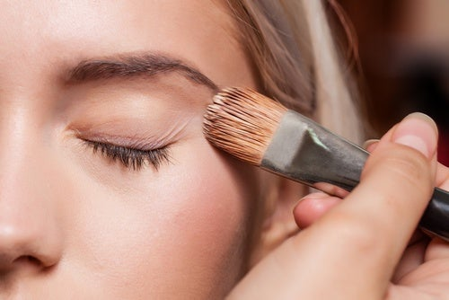 use a primer for long-lasting makeup