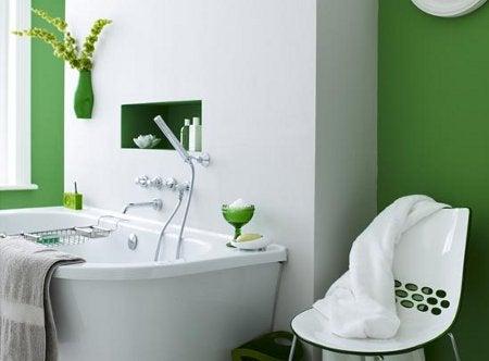 Pintar el baño en colores llamativos